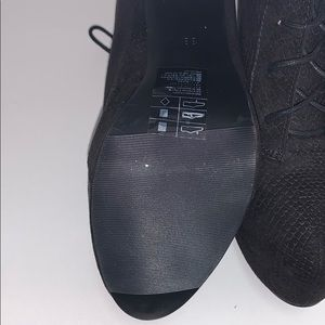 Divided Shoes - Brand new booties